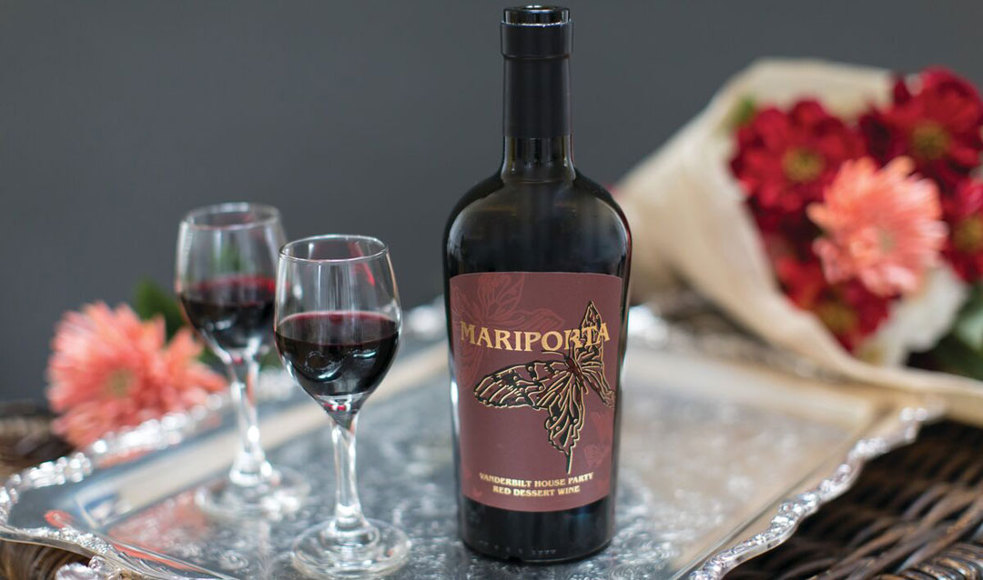 Mariporta dessert wine on a tray with glasses