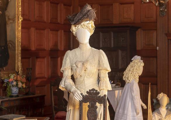 Mannequins of Edith Vanderbilt and her daughter Cornelia